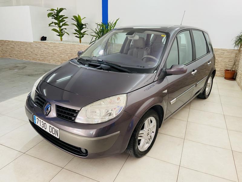 Renault Scenic Confort Expression 1.6 16V - 2004 - Gasolina