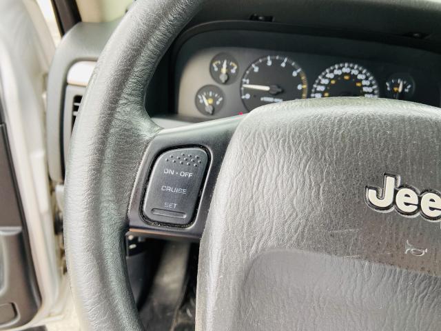 Jeep Grand Cherokee Laredo 4x4 - 2004 - Gasolina